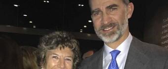El Rey Don Felipe VI entrega el premio CODESPA a la Dra. Elena Barraquer