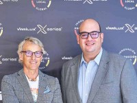 Jesús Calleja recibe las primeras Varilux X series fabricadas en España