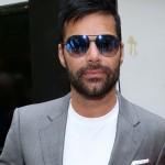 Ricky Martin asiste con gafas de sol Blackfin a una fiesta posterior a los Golden Globes