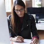 Síndrome Visual Informático, uno de los principales riesgos de salud en la oficina