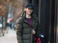 Karlie Kloss luce el bolso de Jeremy Scott x Longchamp