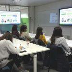 Alcon abre las puertas del Alcon Experience Center a estudiantes universitarios con motivo de 'La Setmana de la Ciència a Catalunya'