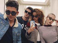 Los actores de Élite con gafas de sol  Dsquared2